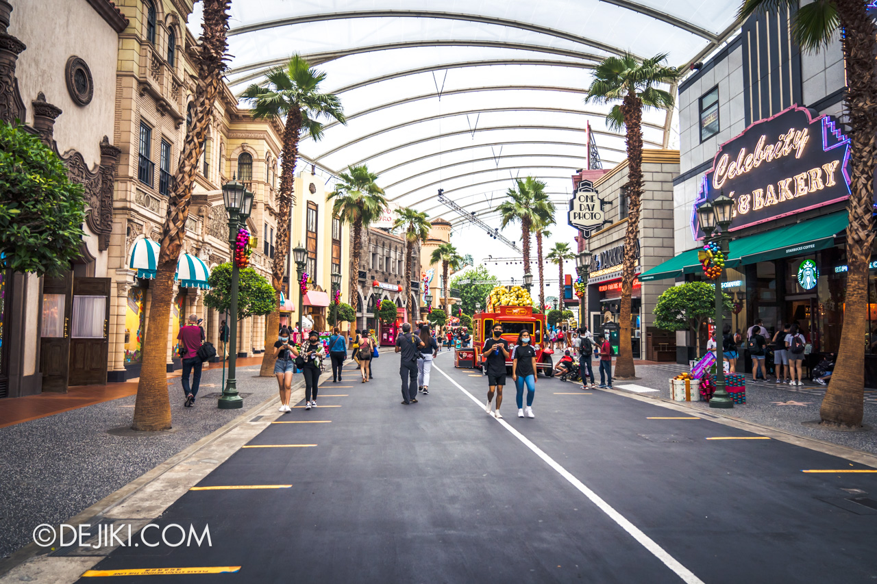 Universal Studios Singapore Park Update Dec 2020 Universal Christmas Hollywood street