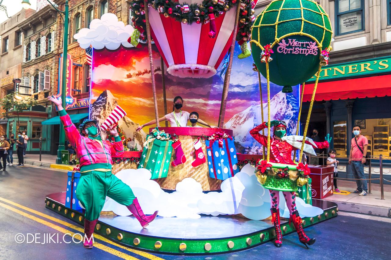 Universal Studios Singapore Park Update Dec 2020 Universal Christmas Meet and Greet Lights Camera Christmas Up Up with Christmas with Candy Air Heart