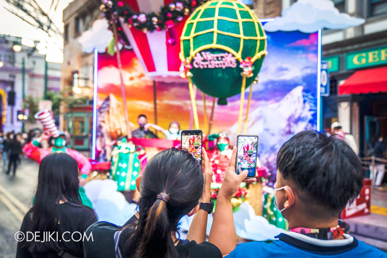 Universal Studios Singapore Park Update Dec 2020 Universal Christmas Meet and Greet Lights Camera Christmas guests taking photo