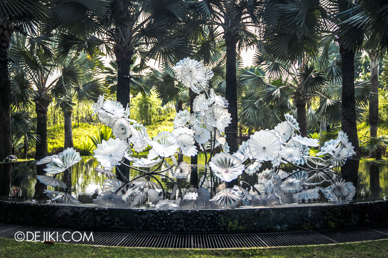 Gardens by the Bay Chihuly in Bloom Outdoor 08 Ethereal White Persians