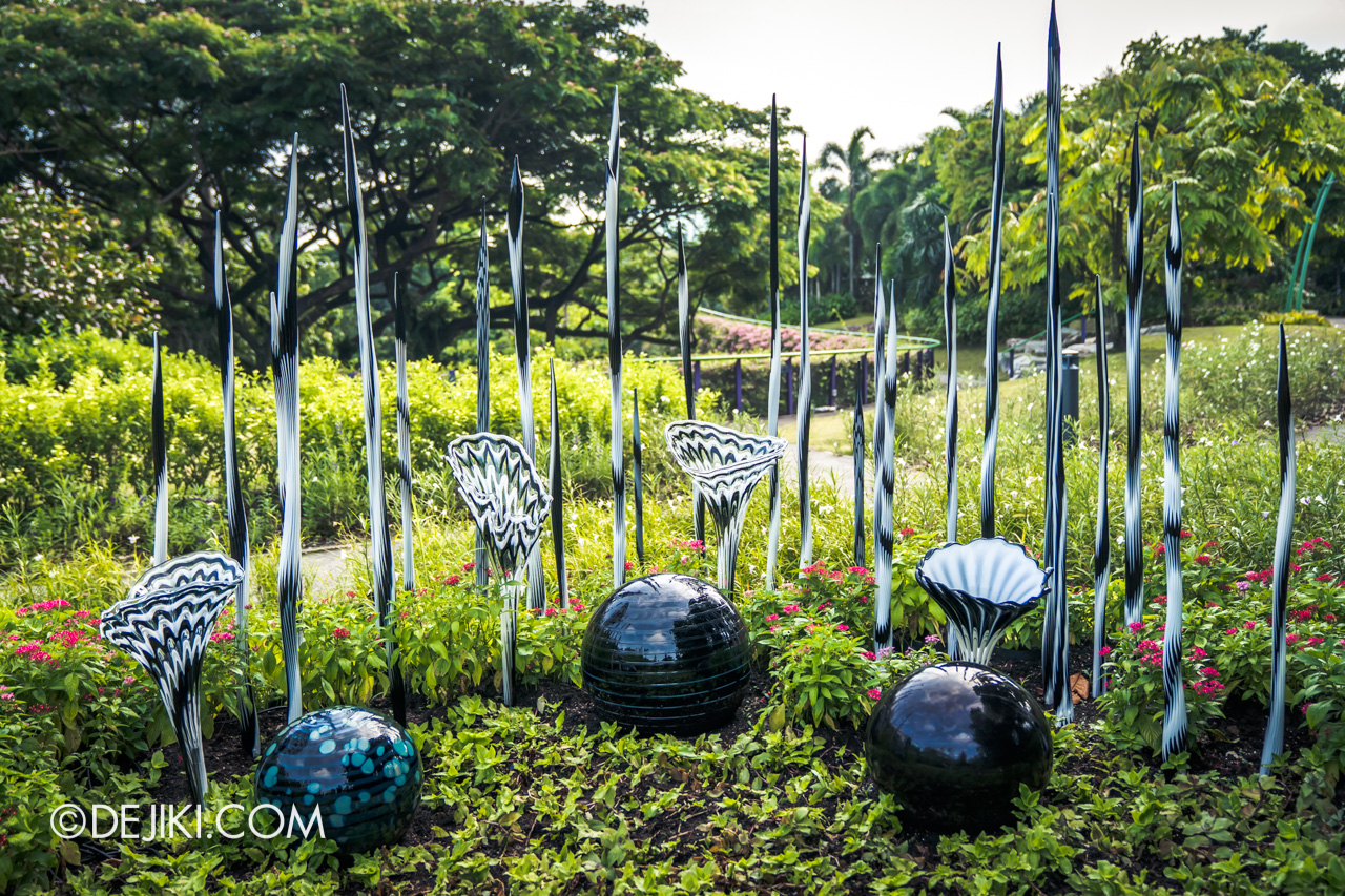 Gardens by the Bay Chihuly in Bloom Outdoor 14 Pearl and Obsidian Fiori