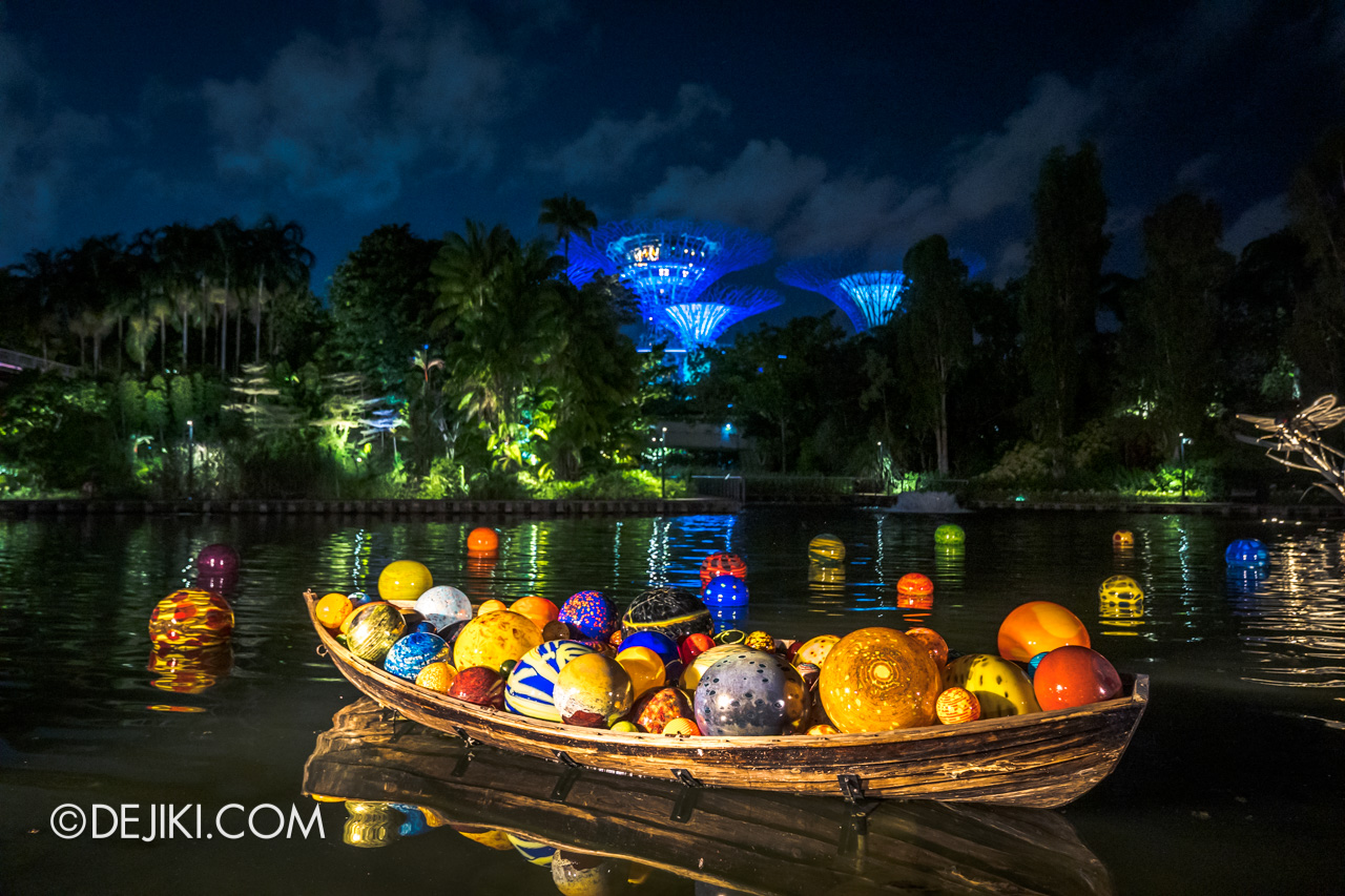 Gardens by the Bay Chihuly in Bloom Outdoor Free Float Boat and Floats